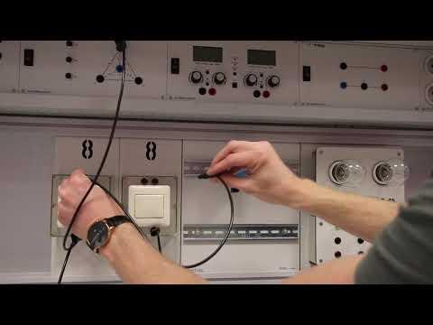 4.3.6.2 Stromstoßschaltung verdrahen